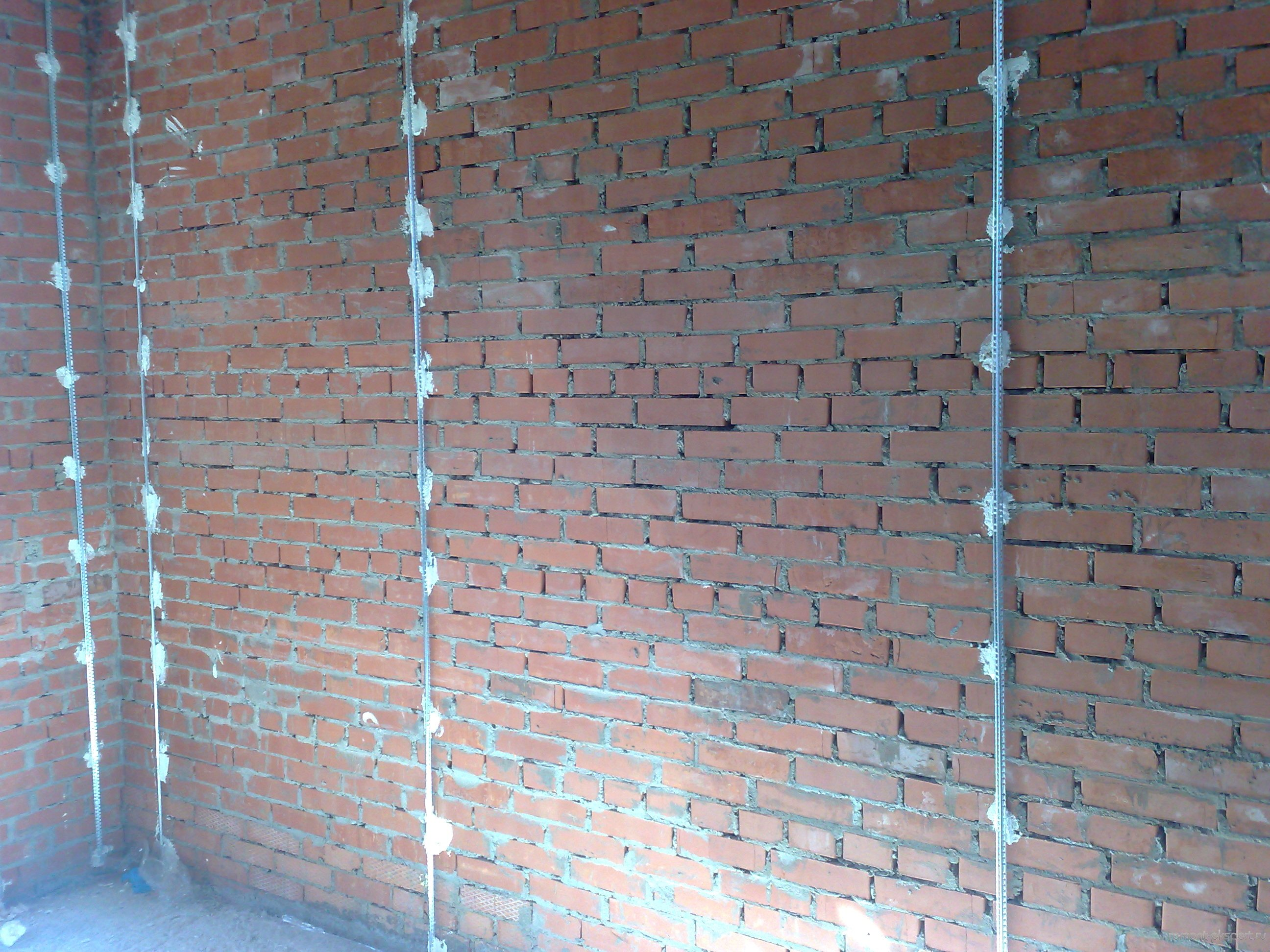 Выравнивания стен без маяков своими руками видео