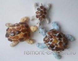 Черепашки из камушков и жидких обоев