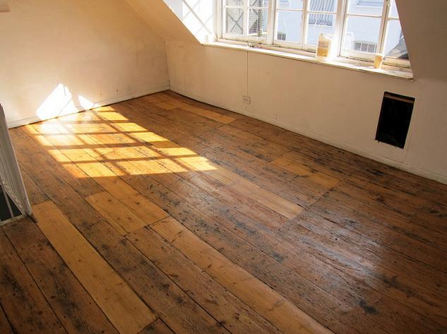 покрытие деревянного пола лаком фото