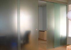 Как установить стеклянную дверь