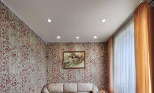 Оштукатуренный или натяжной потолок: на чем остановить выбор?