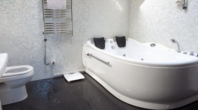 Какую ванну лучше выбрать: плюсы и минусы