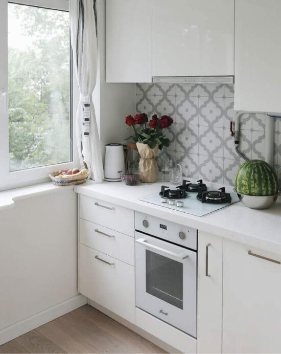 Как грамотно и красиво обустроить кухню в однокомнатной квартире?