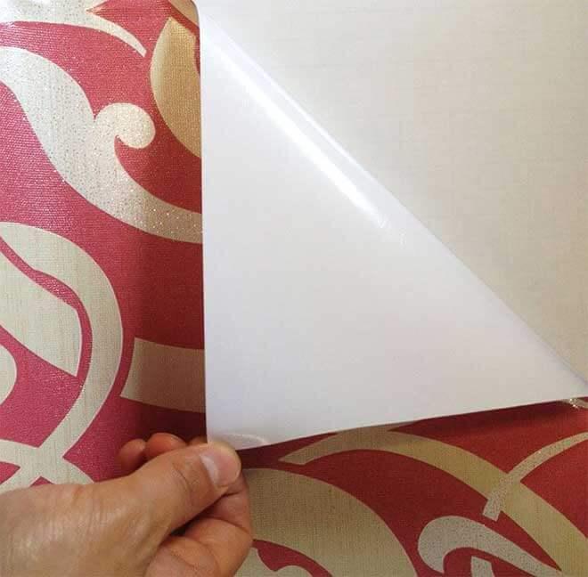Правила наклеивания самоклеющейся плёнки на стены