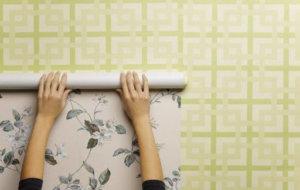 Покрытие стен самоклеющимися обоями при косметическом ремонте