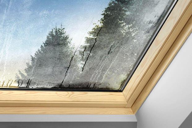 мансардные окна потеют
